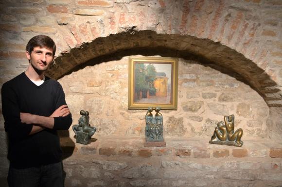 "Sinisha Noveski poses with sculptures ""Danube and Sava"", ""Macedonia and Serbia"" and ""Sun and Moon"""